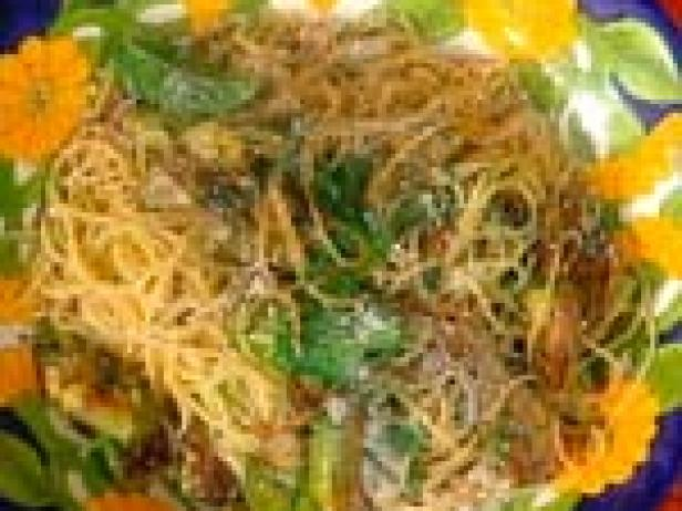 Spaghettini with Artichokes, Mint and Garlic: Spaghettini con Carciofi, Menta e Aglio