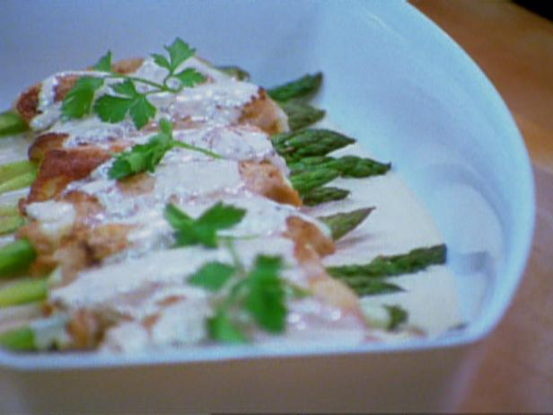 Veal Scaloppine with Asparagus and Chanterelle Cream Sauce