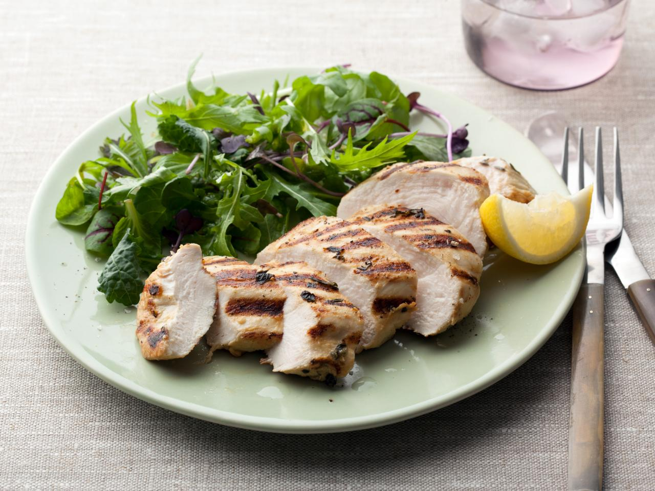 What Is a Healthy Amount of Chicken Breast to Eat?