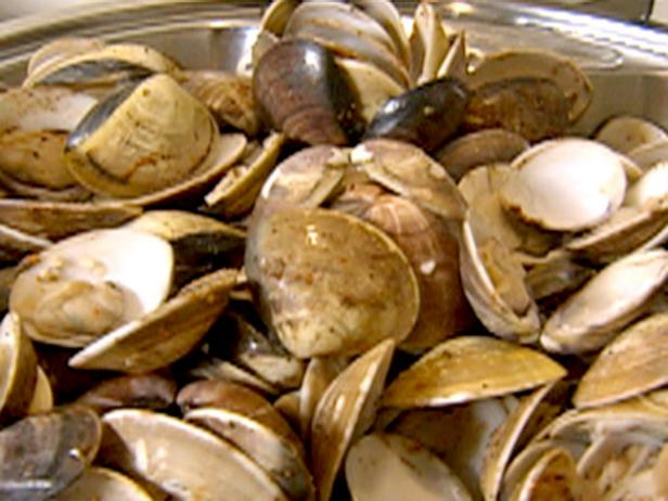 Manila Clams in Garlic and Beer