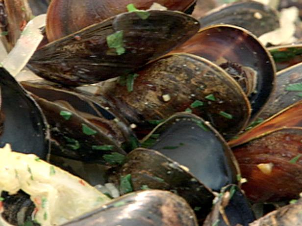 Spicy Mussels with White Wine