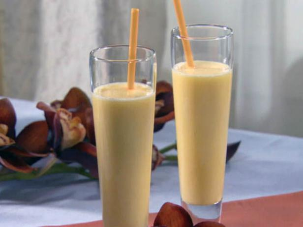 Peach Lassi Cocktail