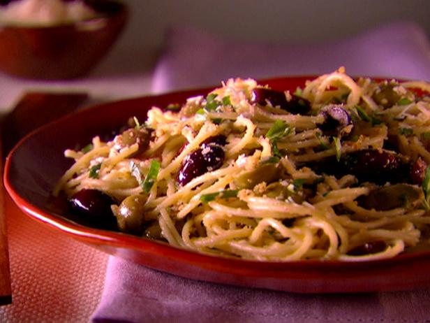 Spaghetti with Olives and Bread Crumbs
