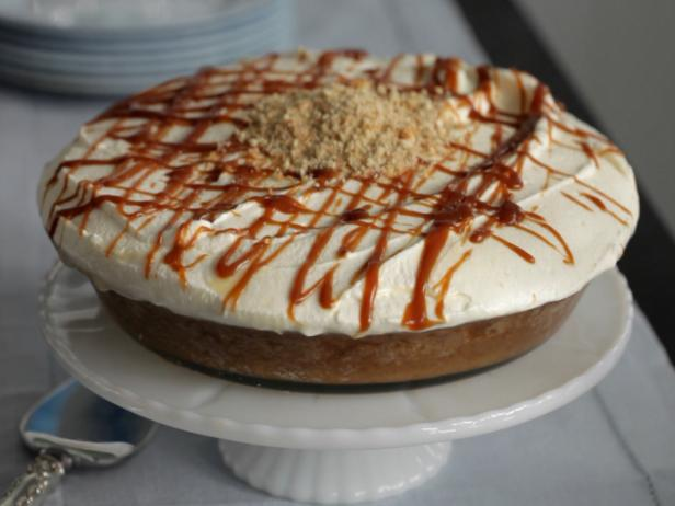 Salted Caramel Banana Pudding Pie