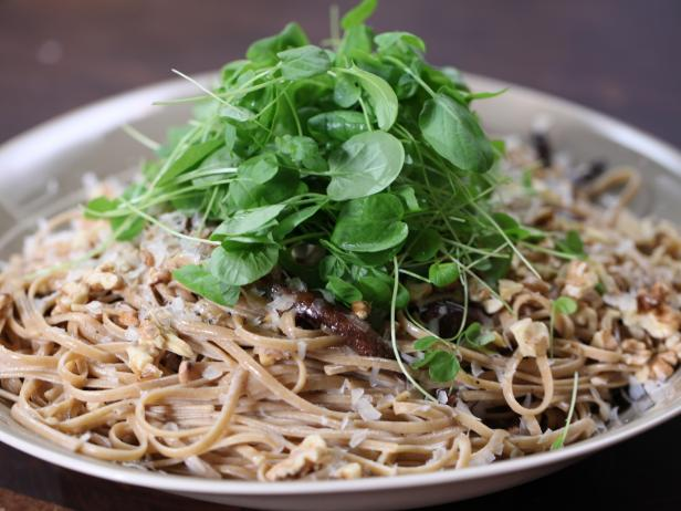 Portobello Cream Sauce with Whole-Wheat Linguini
