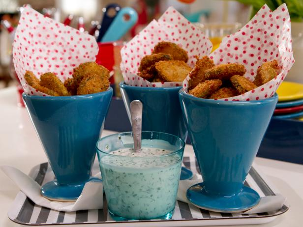 Fried Quick Pickles with Buttermilk Ranch Dippin' Sauce