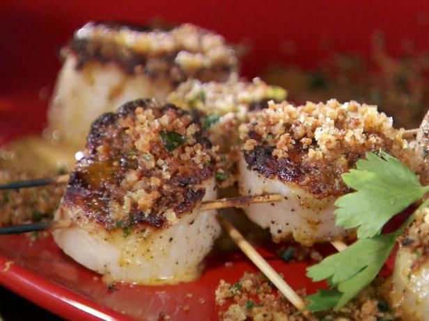 Grilled Sea Scallop Skewers with Creamy Hot Pepper and Garlic Vinaigrette with Toasted Breadcrumbs
