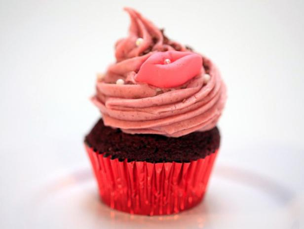 Vixxxen: Red Hot Velvet Cupcakes with Fiery Cinnamon Cream Cheese Frosting
