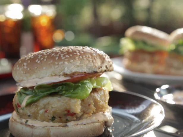 Grilled Tuna Burgers with Spicy Mayo
