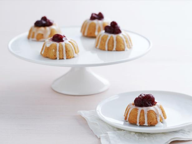 Mini Butter Cakes with Cranberry Topping