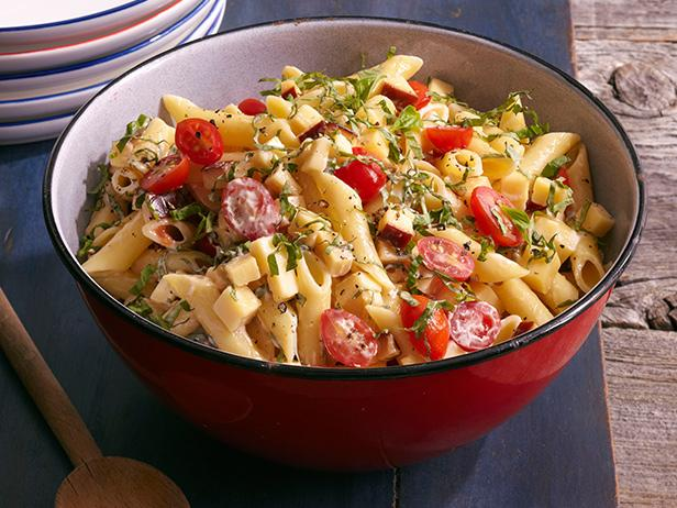 Spicy Pasta Salad With Smoked Gouda, Tomatoes and Basil ...