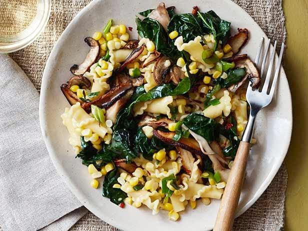 Pasta with Corn and Kale