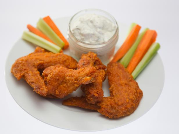 Chili Wings with Blue Cheese Ranch Dipping Sauce