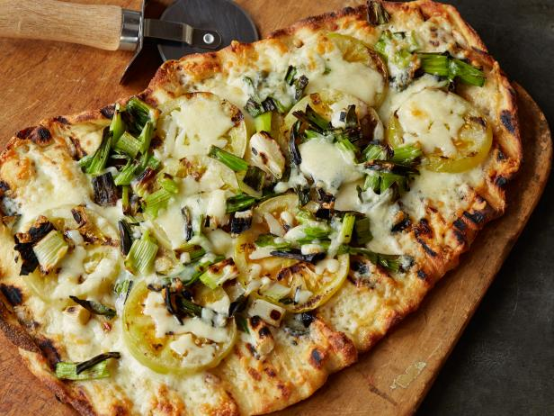 Green Tomato and Cheddar Pizza