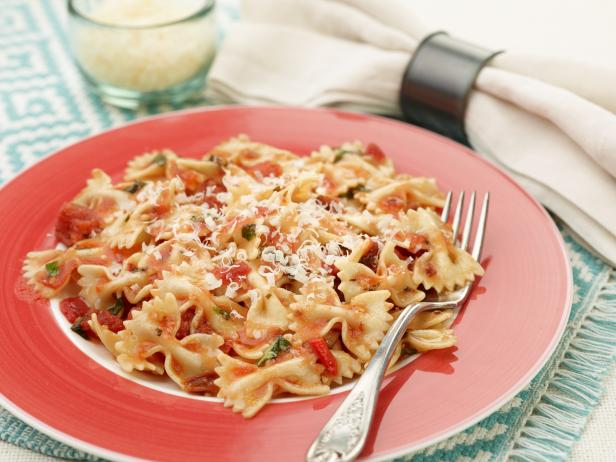 Bowtie Pasta with Tomato and Roasted Red Pepper Sauce