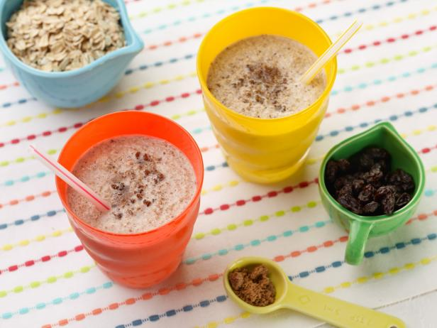 Kids Can Make: Oatmeal Cookie Smoothie