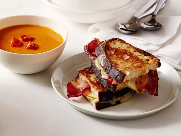 Grilled Cheese with Apple and Bacon