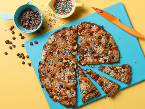 Kids Can Bake: Giant Chocolate Chip-Sprinkle Cookie