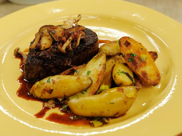 Filet Mignon with Mushroom Red Wine Sauce