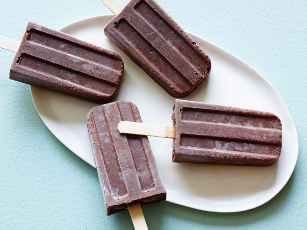 Healthy Chocolate-Chia Pudding Pops