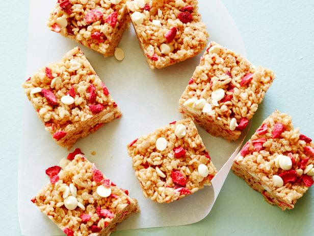 No-Bake Healthy Strawberry-Almond Cereal Bars