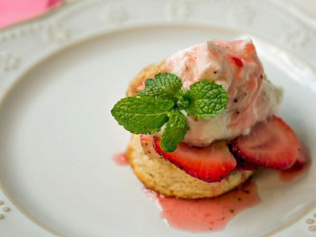 Kids Can Make Strawberry Shortcakes