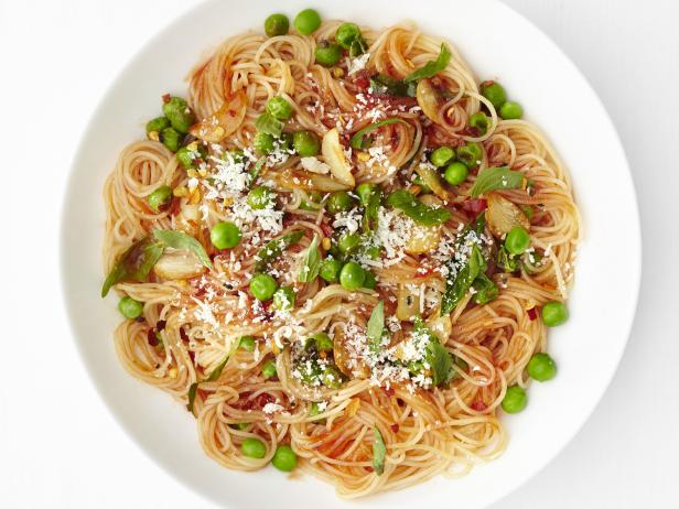 Garlic-Tomato Pasta with Peas