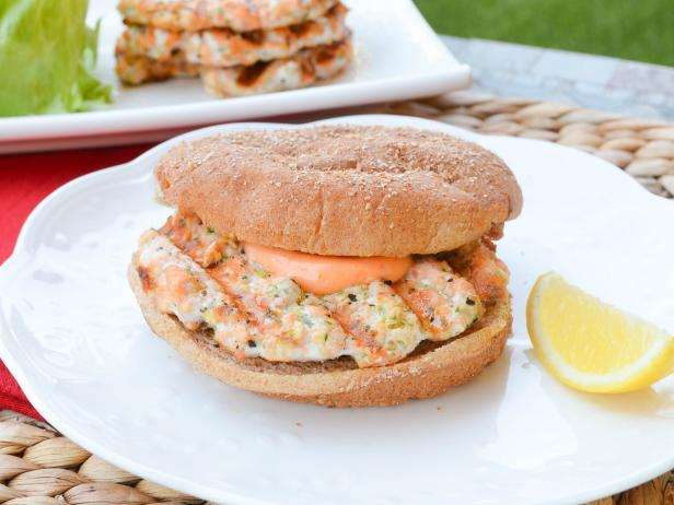 5-Ingredient Grilled Salmon Burgers with Sriracha Mayonnaise