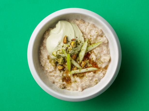 Healthy Oatmeal with Matcha Yogurt, Pistachios and Apples