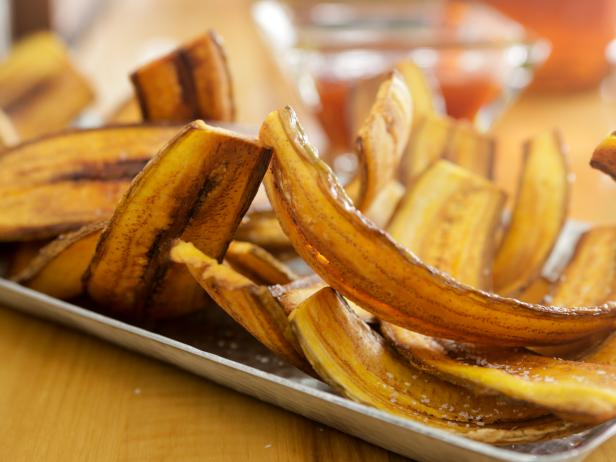 Crispy Plantain Chips with Sweet Chile Dipping Sauce