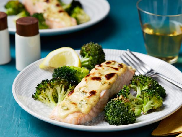 15-Minute Broiled Salmon and Broccoli