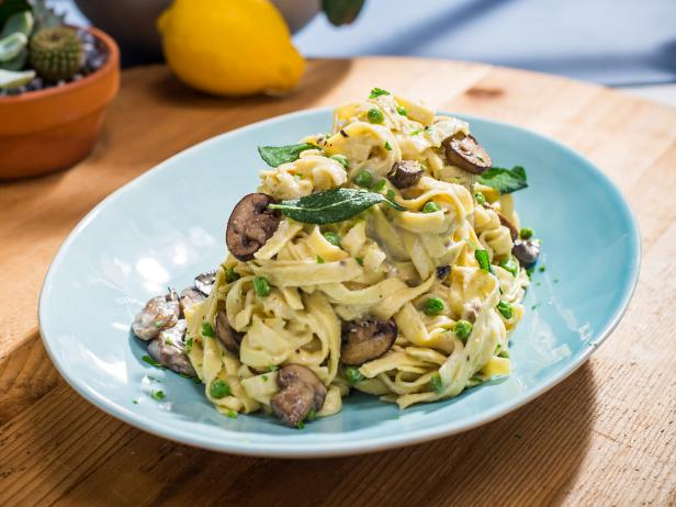 Sunny's Easy Mushroom, Peas and Pasta with 1-2-3 Alfredo Sauce
