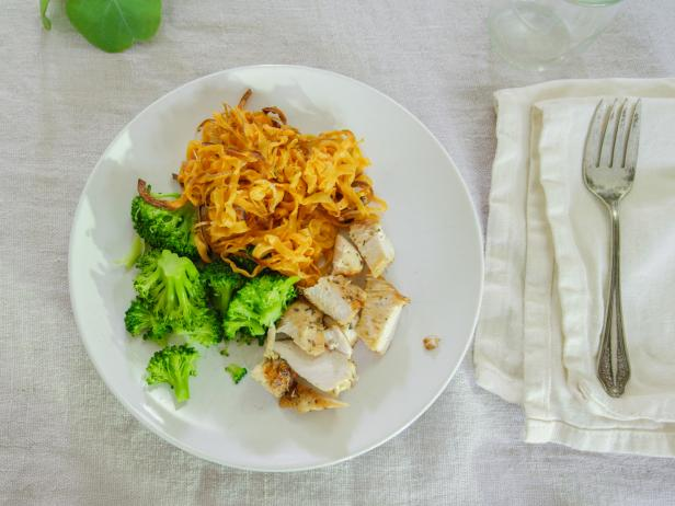Chicken with Spiralized Sweet Potato and Broccoli
