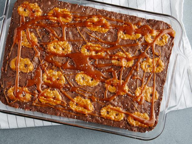 Gooey Chocolate Salted Caramel Pretzel Brownie