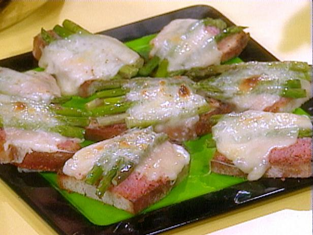 Elsa's Ham and Asparagus Toasts
