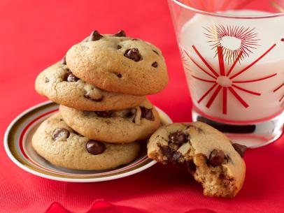 What Temp to Bake Chocolate Chip Cookies | Easy Baking Tips and Recipes:  Cookies, Breads & Pastries : Food Network | Food Network