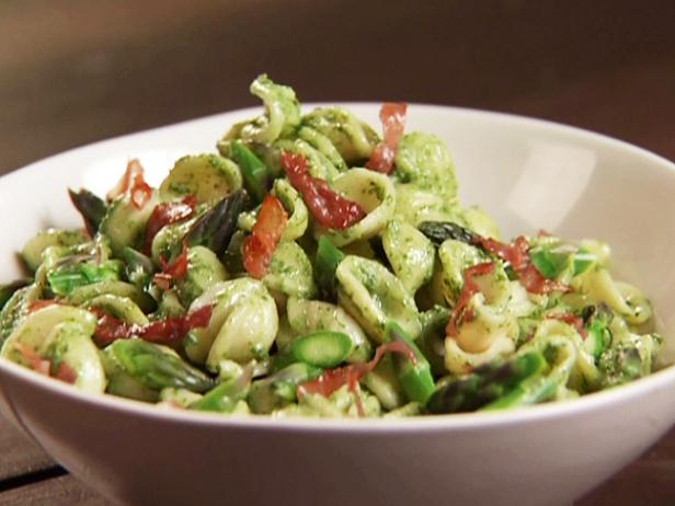 Spinach-Ricotta Pesto Pasta with Crisp Prosciutto and Asparagus