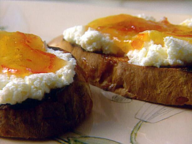 Bruschetta with Ricotta and Marmalade