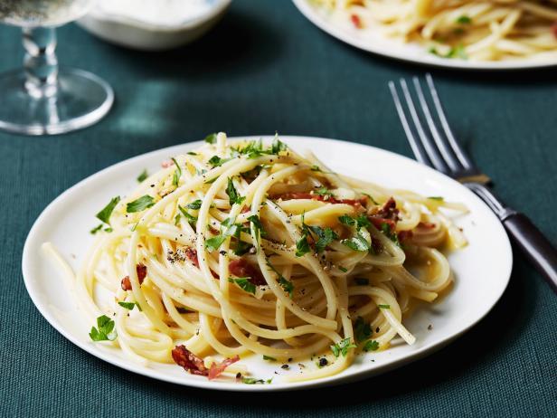 spaghetti alla carbonara recipe tyler florence food. Black Bedroom Furniture Sets. Home Design Ideas