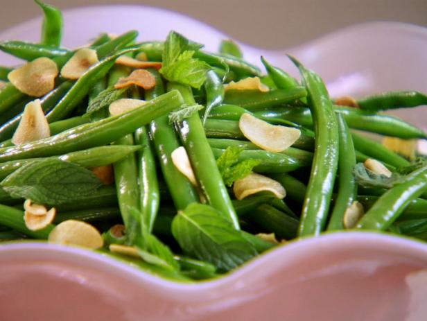 Sauteed Green Beans with Garlic Chips