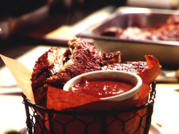 Dry Rubbed Ribs with Vinegar BBQ Sauce