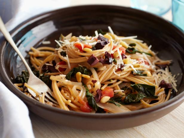 FN_Giada De Laurentiis Whole Wheat Spaghetti with Swiss Chard and Pecorino Cheese.tif