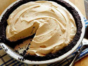Wu0313h_chocolate Peanut Butter Pie Recipe_s4x3