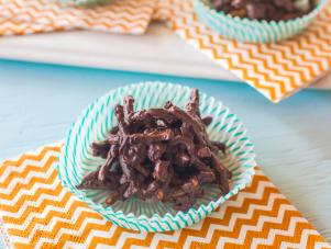 GH0430H_chocolate-chow-mein-noodle-cookies-recipe_s4x3