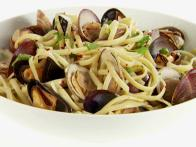 Spicy Linguine with Clams and Mussels