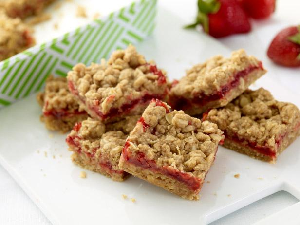 FN_Strawberry-Oatmeal-Bars