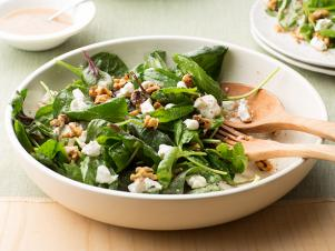 FNK_Spinach-Salad-with-Goat-Cheese-and-Walnuts_s4x3