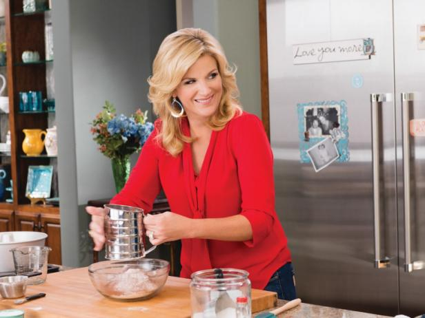 woman hates new kitchen 10 Things You Didnt Know About Trisha Yearwood FN Dish