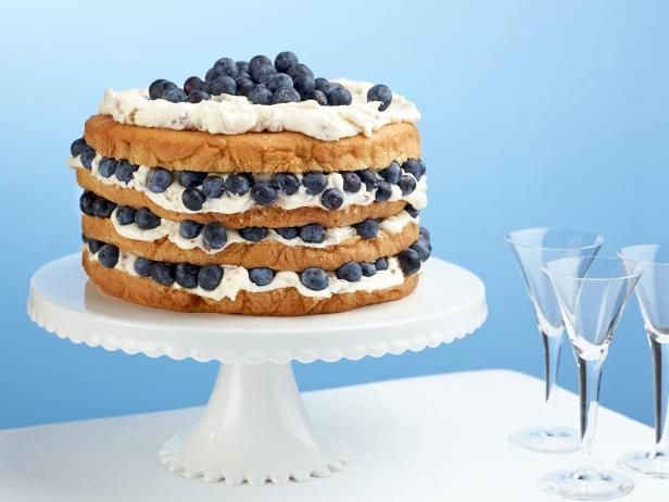 ReeDrummond_BilliesItalianCreamCakewithBlueberries_H
