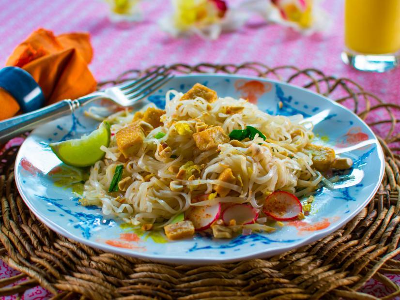 Pad thai recipe trisha yearwood food network watch forumfinder Choice Image